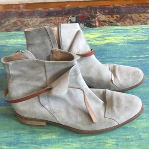 Grey suede boots by Folk. Size 39.